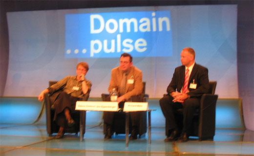 Sabine Dolderer (DENIC), Urs Eppenberger (SWITCH) en Richard Wein (nic.at)