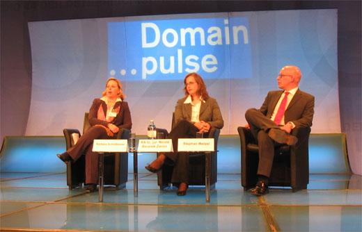 Domain pulse 2008 - Barbara Schlo?bauer (nic.at), Nicole Beranek Zanon (SWITCH) en Stephan Welzel (Denic)