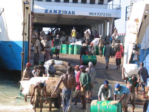 Vrachtboot in Zanzibar (Tanzania)