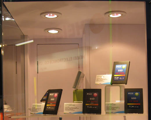 CeBIT 2008: Solid State Harddisks (SSD's) van A-data