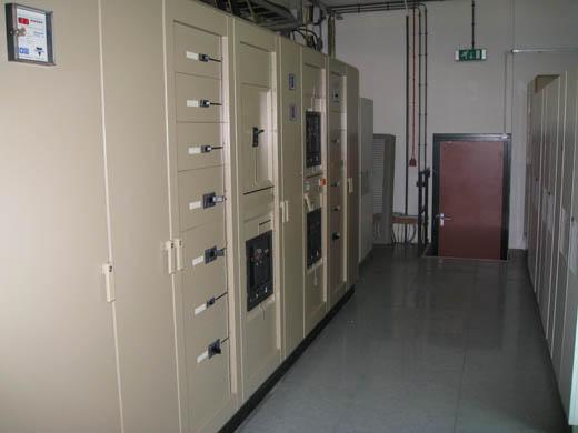 Databarn datacentrum: Schakelkasten en UPS-systemen