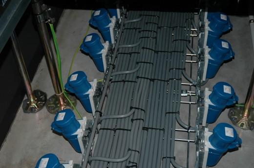 Stroomaansluitingen: tot 32 Ampere per rack over twee aparte feeds