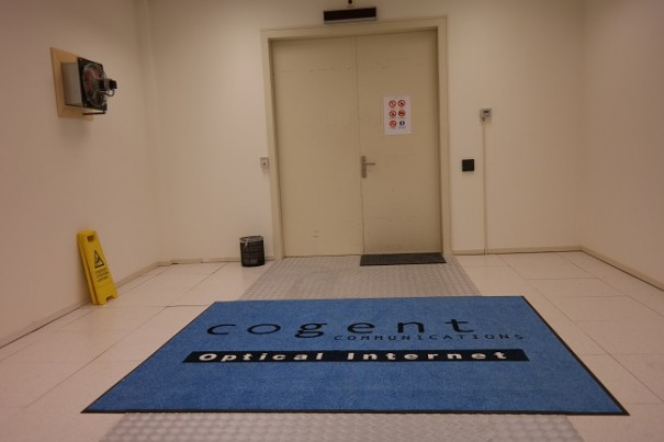 Cogent heeft een grote centrale hal van 1000 vierkante meter waar alle racks geplaatst worden